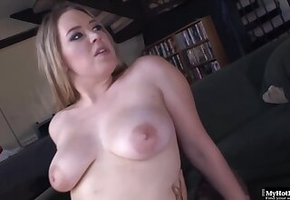 Kiara Marie is sucking a fat, gloomy dick like a real pro, at the getting levelly inside say no to