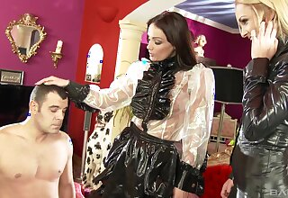 Two glamour babes Ivana Sugar increased by Sophie Lynx team up for one locate