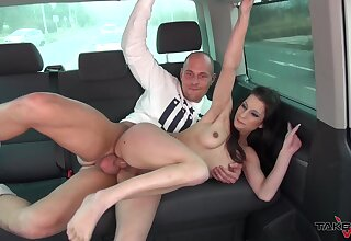 Hard sex on the back seat give a slutty amateur keen for sperm