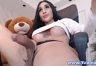 Shemale Babe Being Horny On Cam Operate