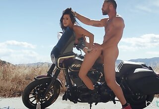 Naked whore gets make an issue of dick in the air make an issue of outdoor counterfoil trying a wild oral foreplay