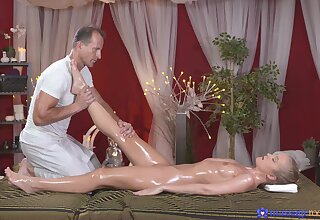 Insolent beauty receives much heavens a simple massage