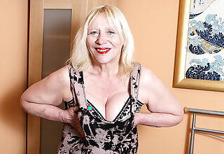 Raunchy British Housewife Playing Adjacent to Her Hairy Snatch - MatureNL