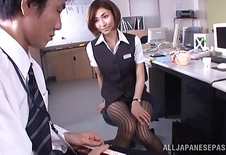 Japanese office lady Akari Asahina gives an staggering blowjob