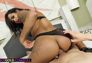 Brazilian transsexual Sammy Bittencourt enjoys hard anal sex bareback