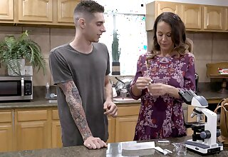 Provocative mature Mace Boston drops on her knees to make him hard