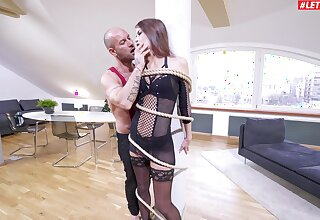 Extreme anal suits obedient babe with the pertinent orgasms