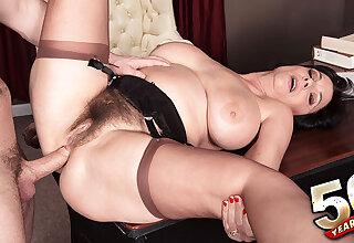 50-year-old Elektra Lamour ass-fucked - Elektra and Tarzan - 50PlusMILFs