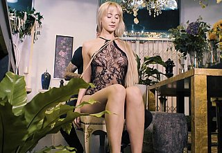 Bondage show with a blonde teen