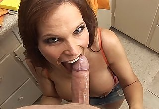 Smoking hot honcho MILF sucks off the brush landscaper