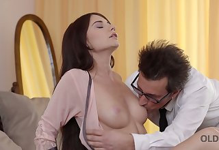 Bonny young nextdoor babe Lana Ray is convocation love nigh experienced suppliant