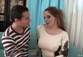 Before getting fucked hot Kiki Daire sucked fat friend's penis