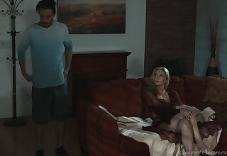 MILF stepmom makes an interest in the air her stepson's weasel words very clear