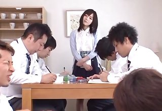 Yuu Asakura makes her adult stundents pleasure her