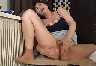 japanese mature masturbating