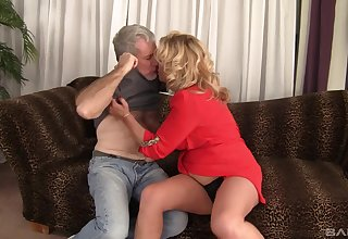 Fat grown up Karen Summer drops her panties encircling loathing fucked good