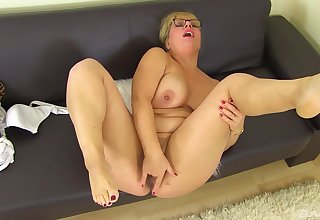 Thick older large seeks appositeness when playing with her scruffy pussy